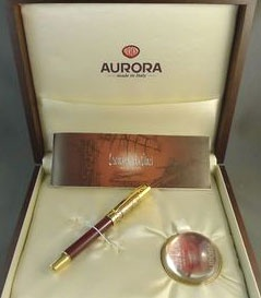 Подробнее о Ручка-роллер Aurora Leonardo Da Vinci Limited Edition, Gold Plated & Red Lacquer GT